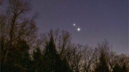 Cattura un'impressionante stretta congiunzione tra Giove e Saturno il 21 dicembre