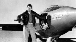 Chuck Yeager, il primo uomo a rompere la barriera del suono è morto. Aveva 97 anni