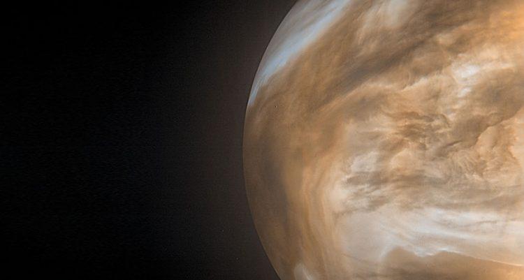 Immagine dell'atmosfera di Venere che brilla nell'infrarosso.