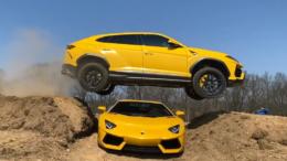 YouTuber salta la sua Lamborghini Urus sulla sua Lamborghini Aventador